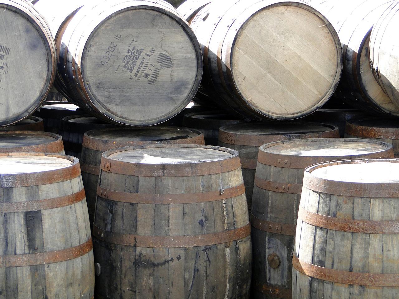 whiskey-barrels-667387_1280